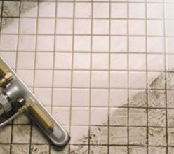 Heb jij glazen deuren of wanden in je badkamer? Met DEZE tip zorg ...
